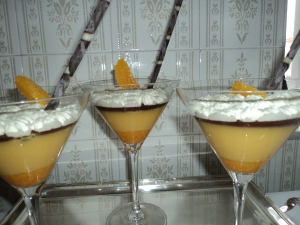 Copas de naranja y chocolate